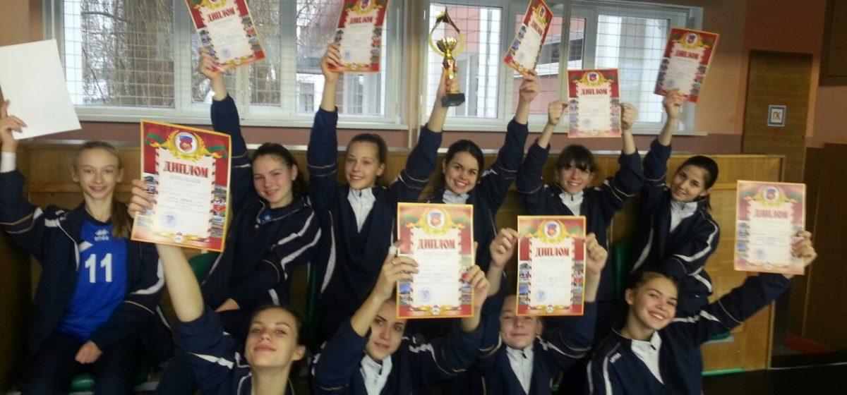 Юные барановичские волейболистки одержали победу в областном первенстве