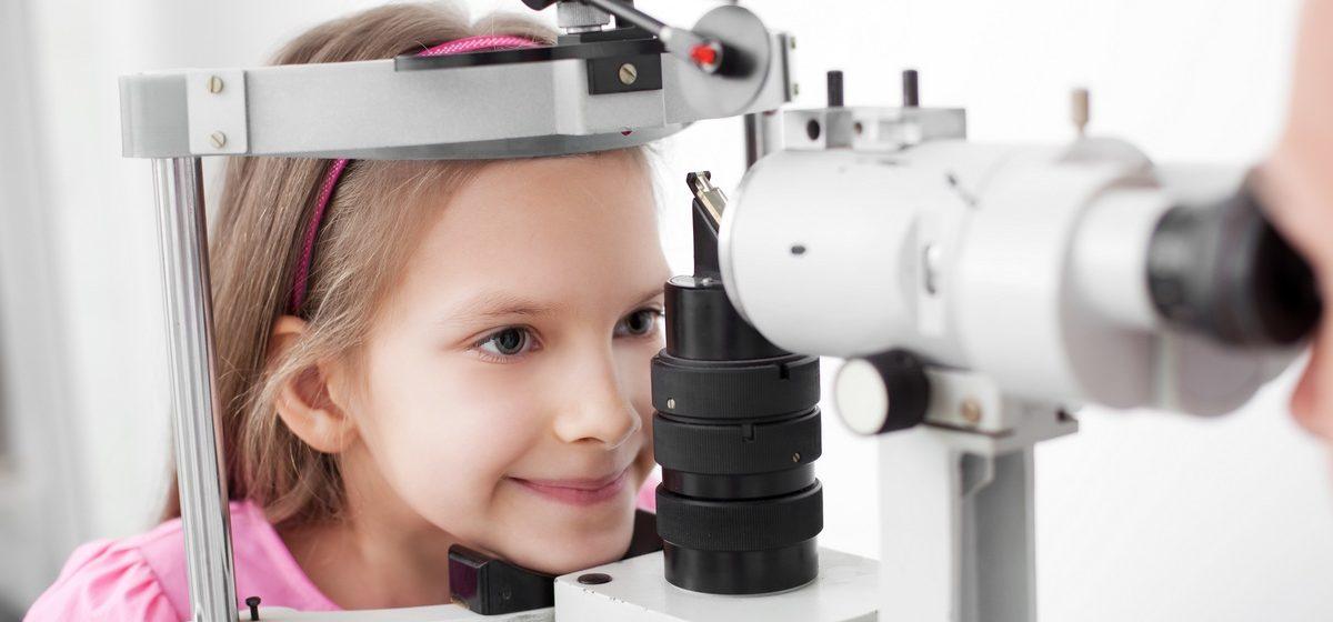 У дошкольников и первоклашек стало больше проблем со зрением и слухом, но меньше – со спиной