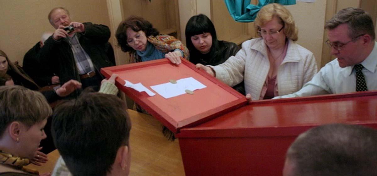 Телепорт к избирателям, единственный оппозиционер и где «не торговали совестью» – как в Барановичах в прошлом избирали горсоветы