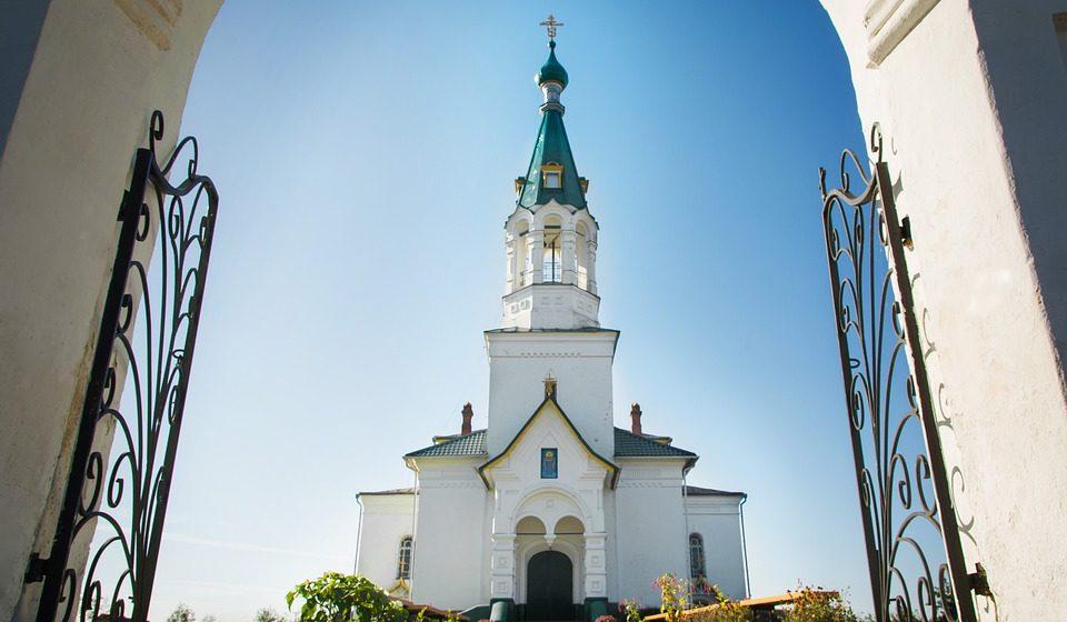 Почти все белорусы относят себя к какой-либо конфессии, при этом в Бога верит 64% из них