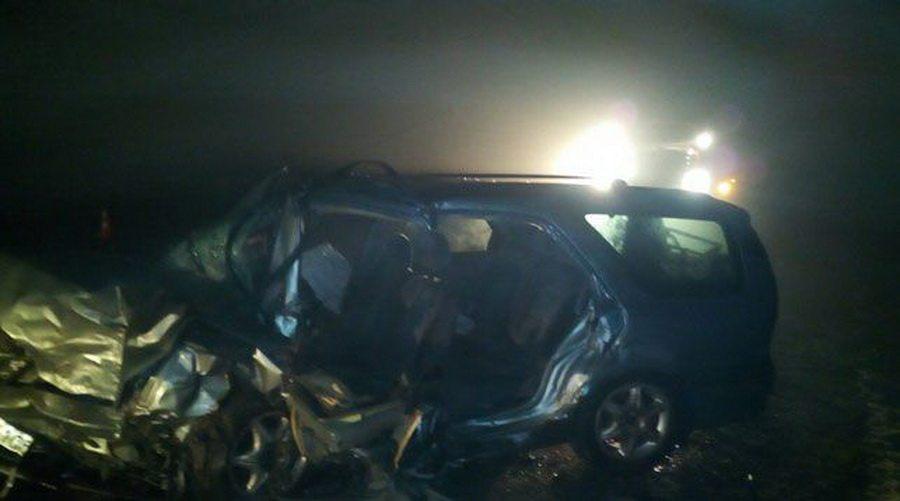 На трассе М3 из-за тумана лоб в лоб столкнулись две легковушки – погибли два водителя, пассажирки в больнице