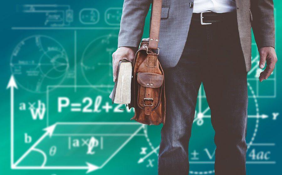 Преподавателям вузов на 30% подняли тарифные оклады