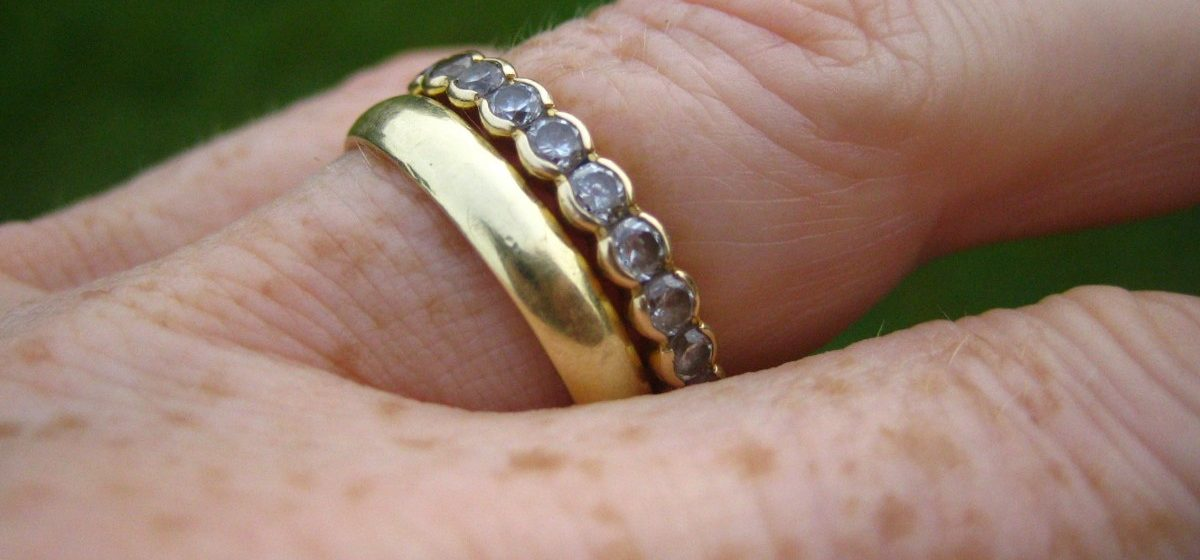 У 88-летней жительницы Барановичей «сотрудница Красного Креста» похитила золотое кольцо