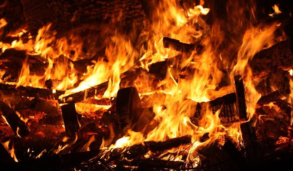 В Барановичском районе из огня спасли пенсионера