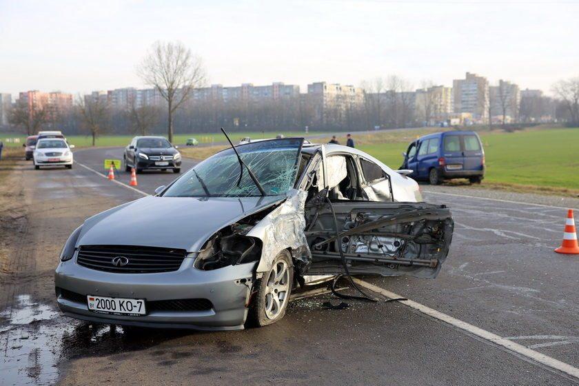 В Барановичах при лобовом столкновении пострадали водитель и пассажирка