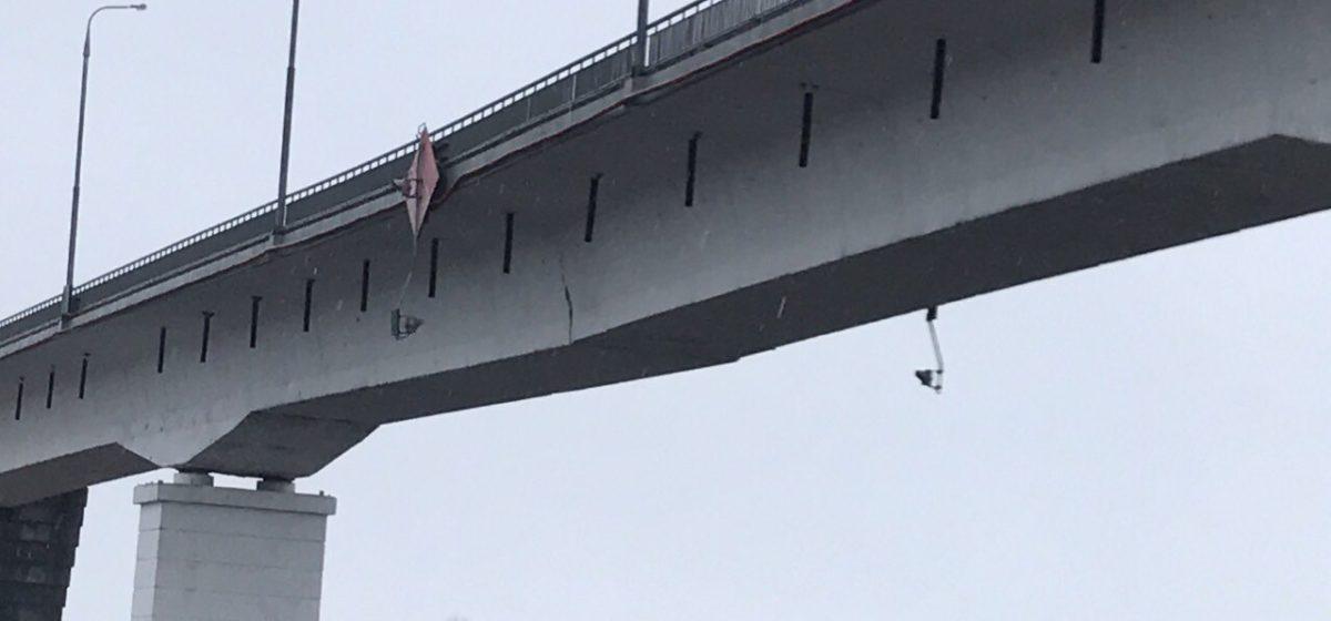 Треснувший под Житковичами мост закрыли, людям пообещали переправу паромом