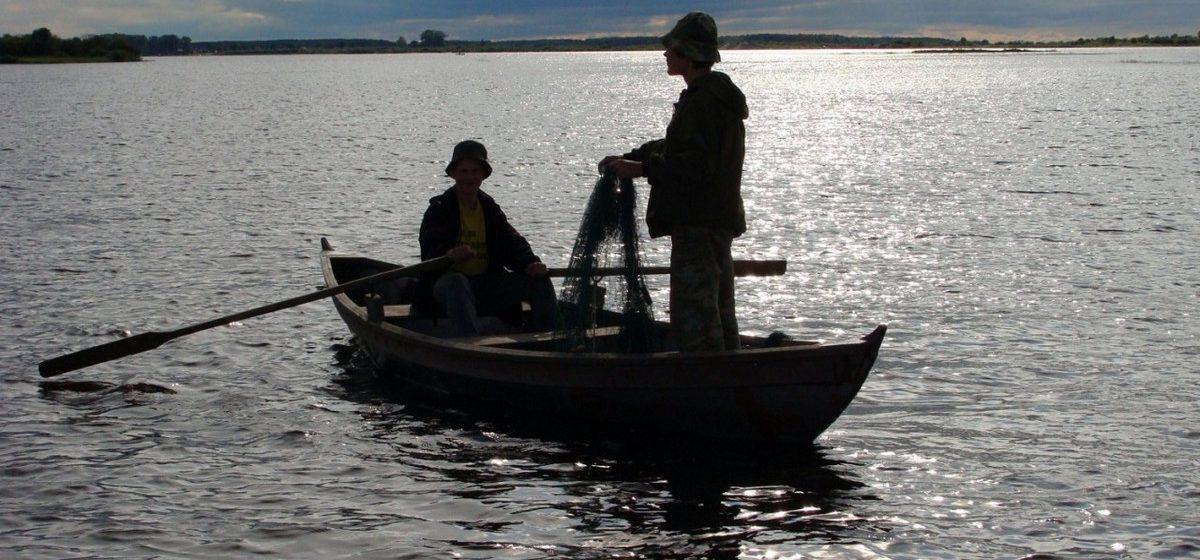 В Пинском районе два рыбака уплыли на лодке и не вернулись