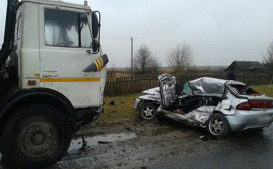 В Пружанском районе грузовик столкнулся с легковушкой – погибла водитель, пассажир в реанимации
