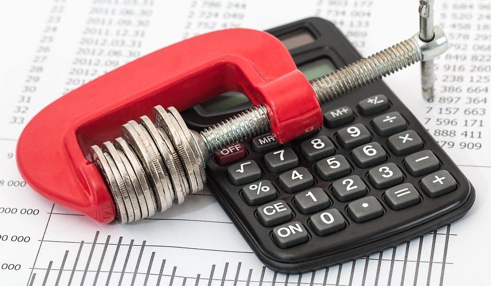 Поручение президента не выполнили: средняя зарплата в Беларуси в ноябре снизилась на 4 рубля