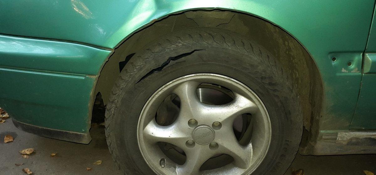 Под Вилейкой 61-летний пенсионер порезал колеса 82-летнему из-за 35-летней женщины