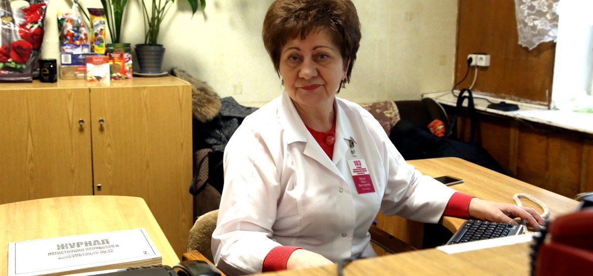 «В какой области у вас травма? – В Гродненской». Диспетчер скорой помощи в Барановичах рассказала о своей работе