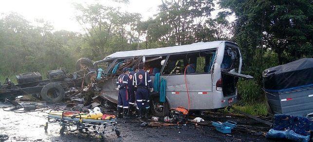 В масштабном ДТП в Бразилии погибли 13 человек
