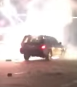 В США новогодняя ракета угодила в багажник, где было еще 600 фейерверков (видео)