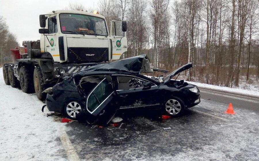 В Речицком районе столкнулись «Шкода» и МАЗ, погибли три человека (фото)