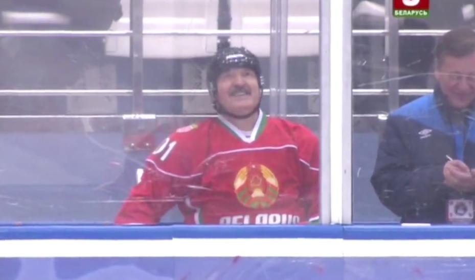 Александра Лукашенко посадили на скамейку штрафников (видео)