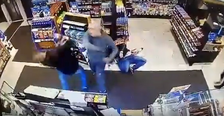 На автозаправке в Витебске произошла жесткая драка (видео)