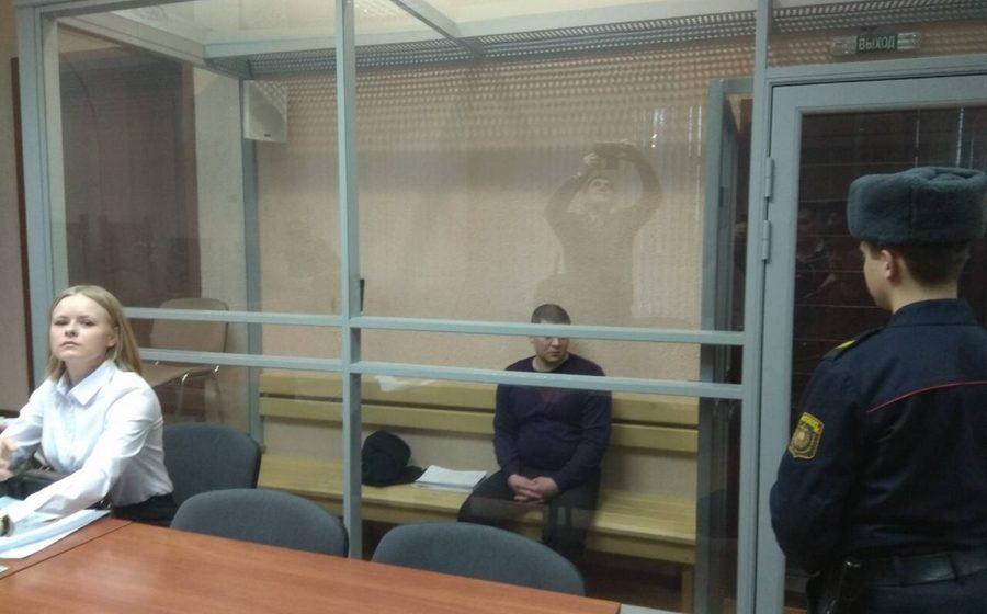 В Гомеле начался суд над жителем Мозыря, который при задержании ранил двух сотрудников ОМОН и милиционера