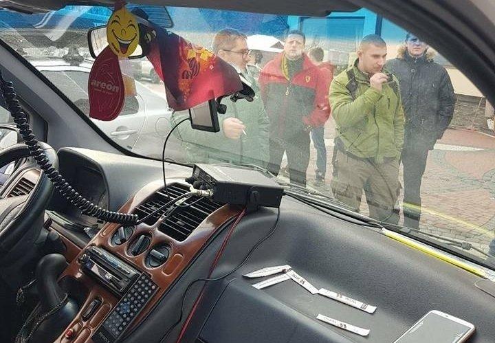 Белорусы в Украине отказались снимать с машины георгиевскую ленту — на них вызвали полицию и ветеранов АТО