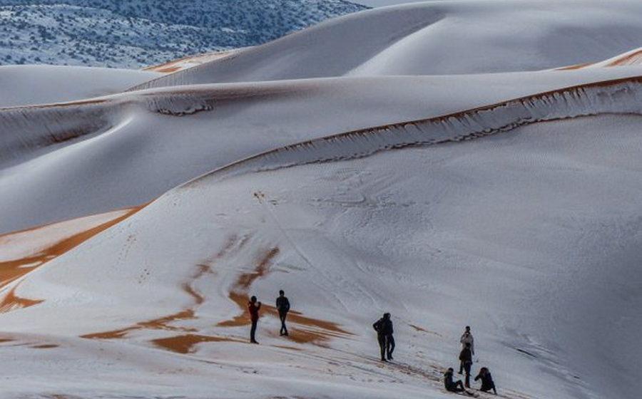 В пустыне Сахара выпал снег (фото)