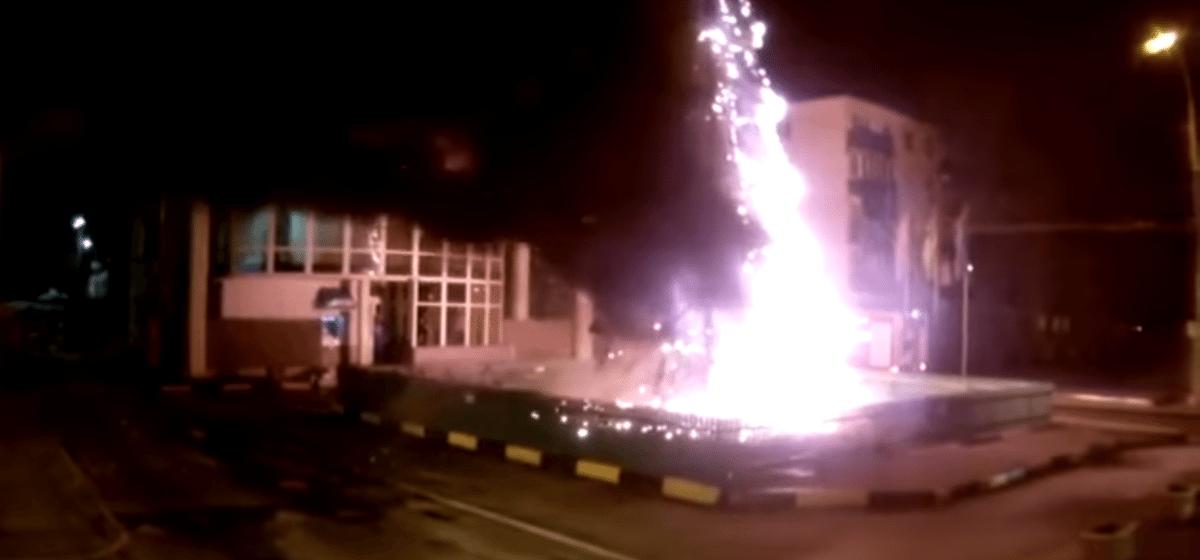 В Гомеле в новогоднюю ночь дотла сгорели две наряженные уличные елки