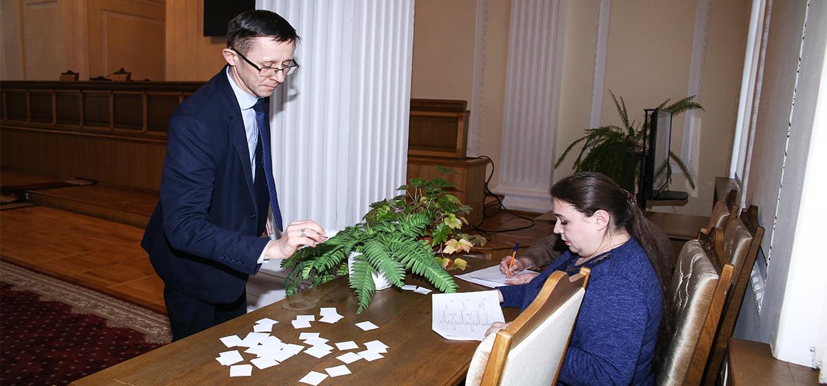 Когда кандидаты в депутаты Барановичского горсовета выступят по радио