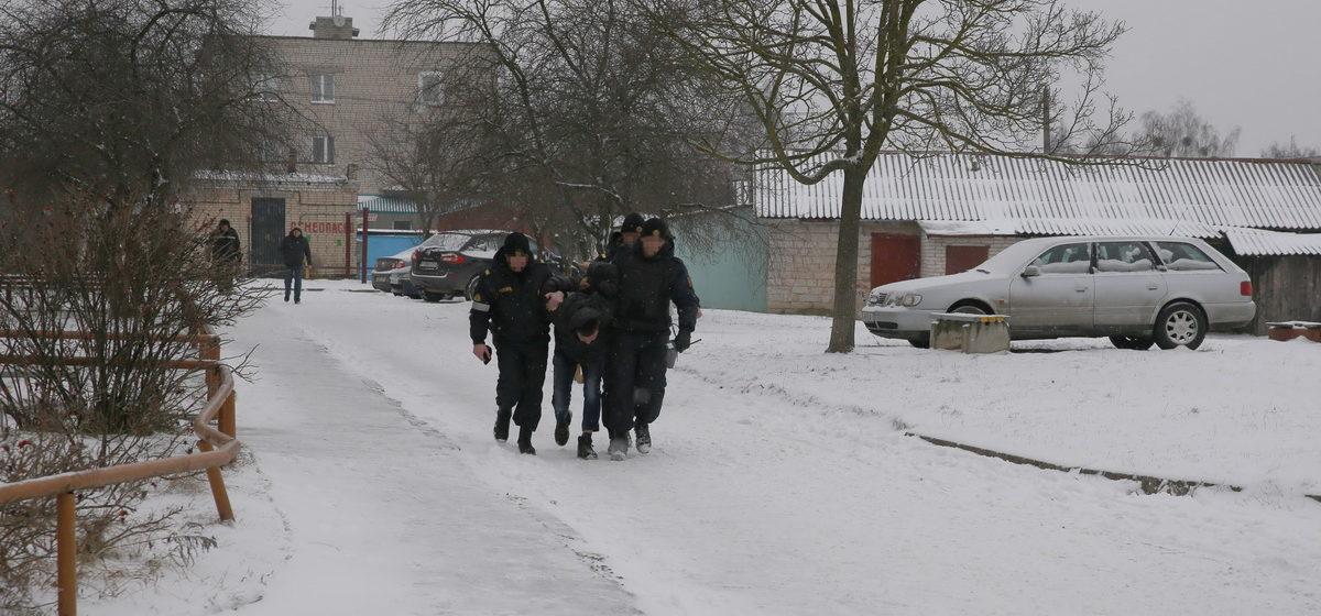 Милиция рассказала подробности задержания мужчины с гранатой в Барановичах