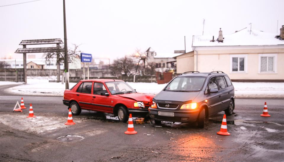 В Барановичах на улице Брестской столкнулись Opel и Peugeot