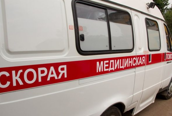 Видеофакт. В Петербурге рабочий решил прокатиться на стропах крана, но сорвался вниз