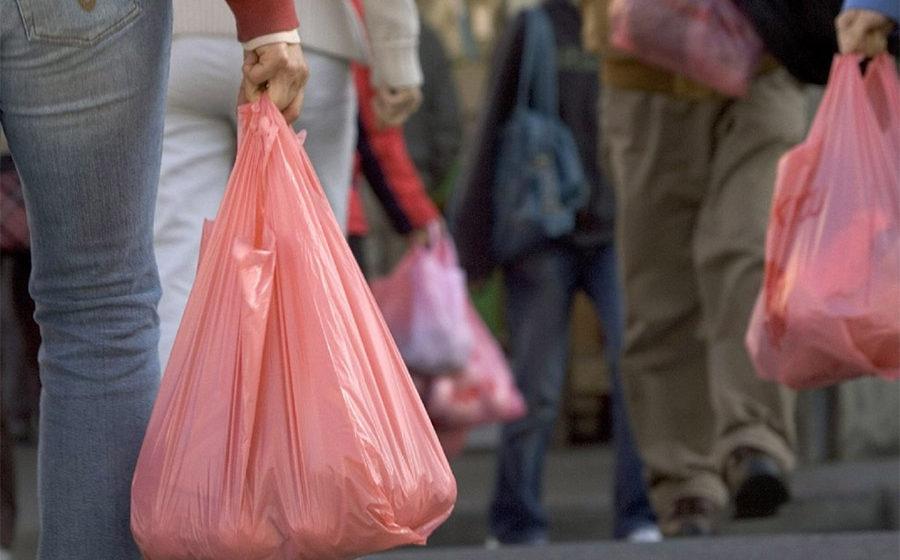 В Пинске 80-летняя бабушка продавала на рынке пластиковые пакеты. Ее судили за незаконную предпринимательскую деятельность