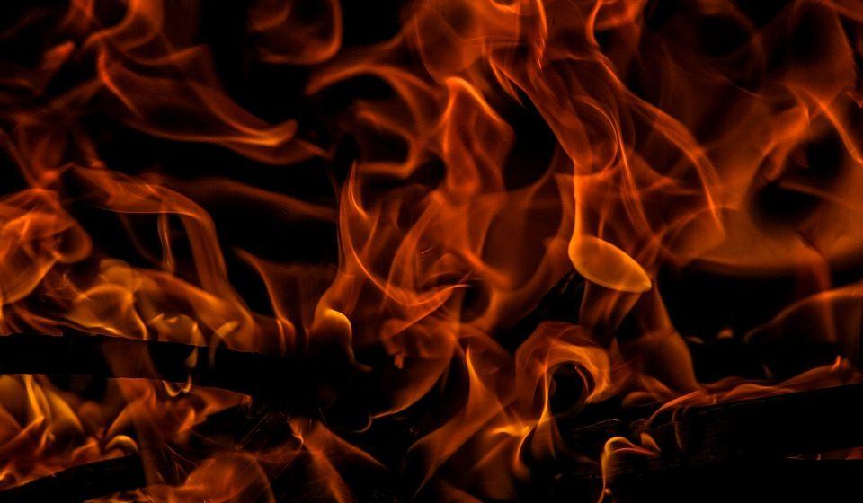 В Мяделе сотрудники ГАИ забрали у парня мопед, а он за это поджег их машины