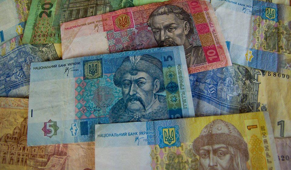 В Украине учителям подняли минимальную зарплату до 400 долларов