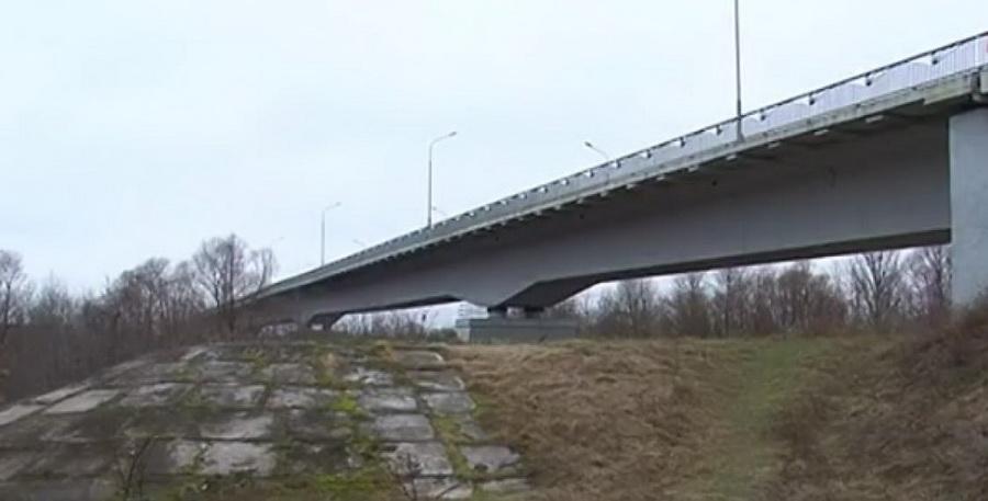 В Гомельской области мост через Сож на трассе М8 признали аварийным (видео)