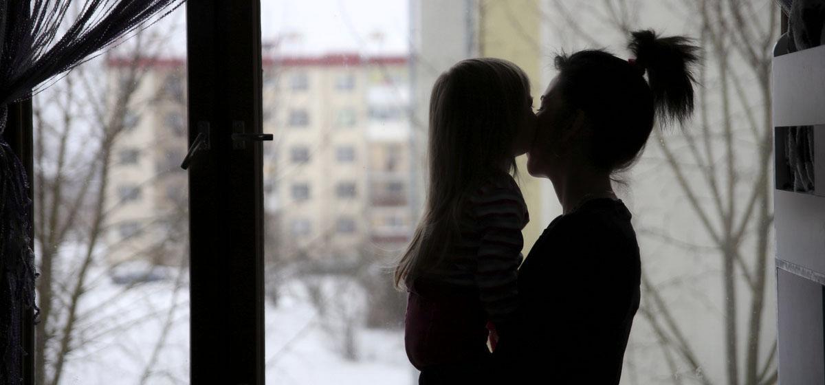 Как жительницы Барановичей, воспитывающие одни ребенка, отвечают на вопрос: «Мама, а где мой папа?»