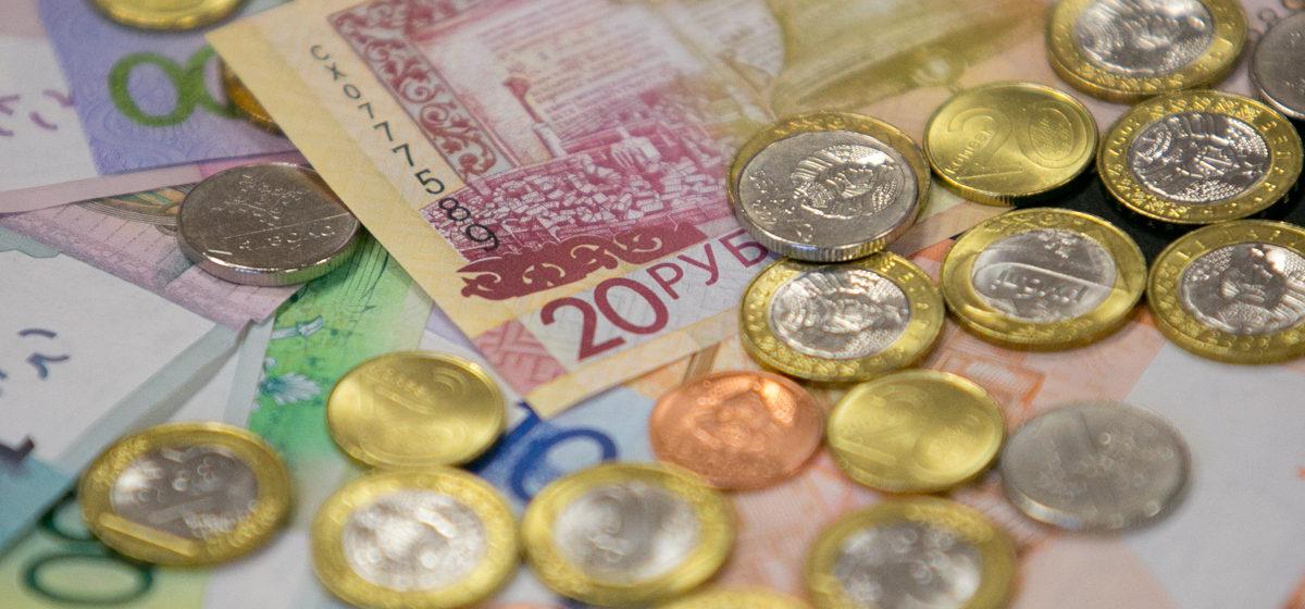 «Зарплатный пирог». Сколько белорусов получают до 300 рублей, а сколько — больше 2000 рублей