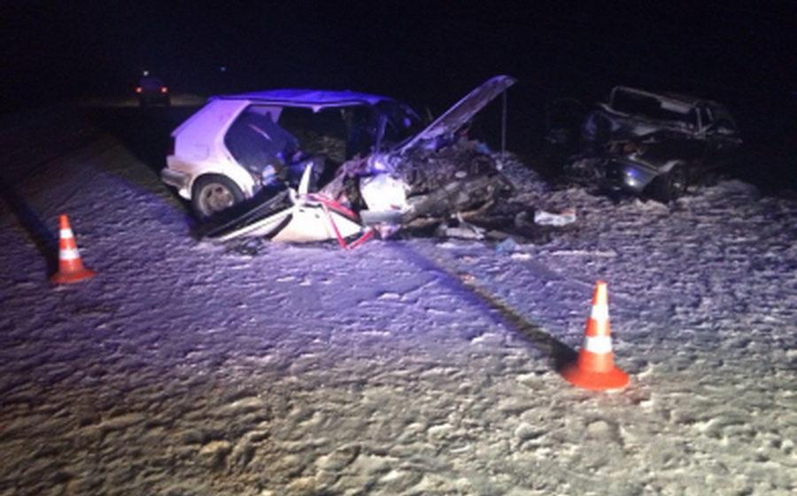 Под Калугой автомобиль с белорусскими номерами лоб в лоб столкнулся с другим авто, погибли четыре человека