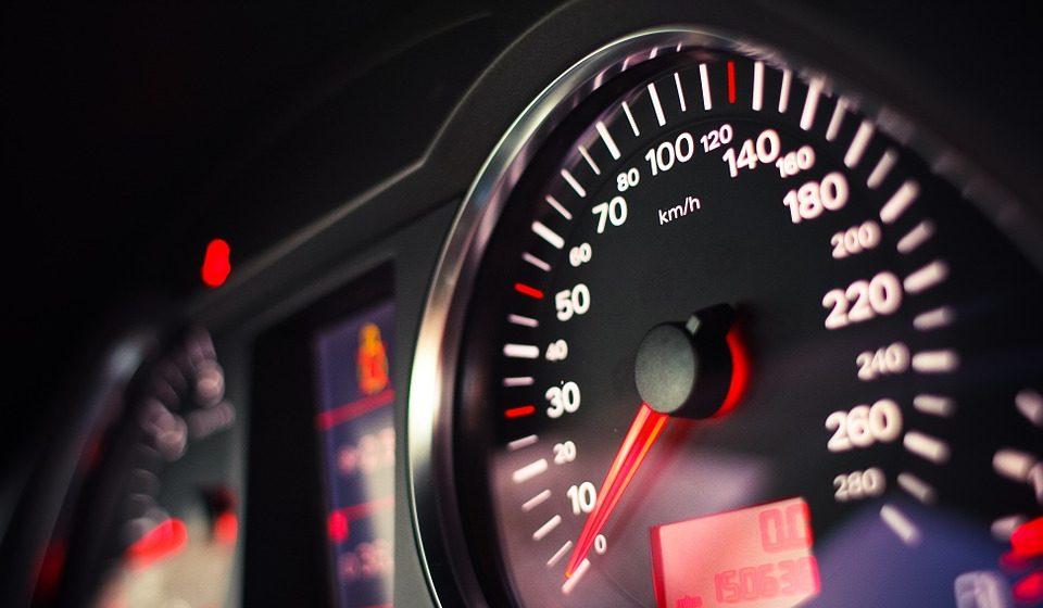 В Украине снизили максимально разрешенную в населенных пунктах скорость с 60 до 50 км/ч