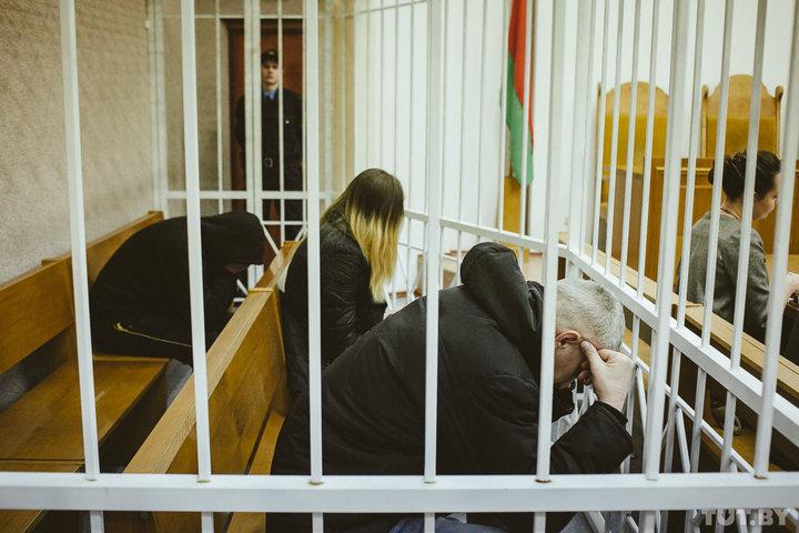 Двух мужчин, обвиняемых в убийстве молодой пары на улице Алибегова в Минске, суд приговорил к смертной казни