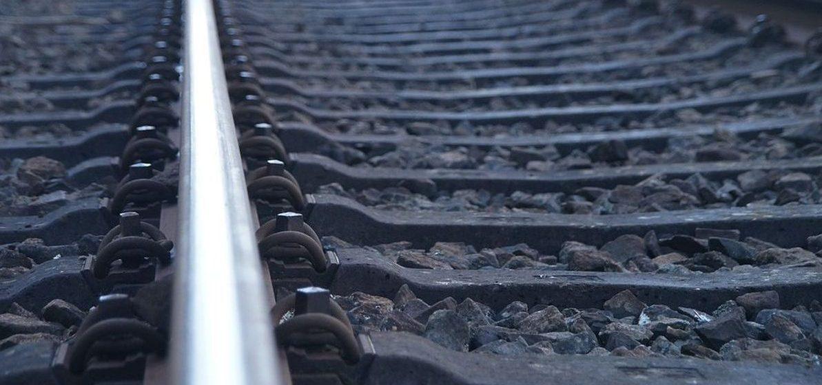 В первый день нового года в Барановичском районе мужчина попал под поезд