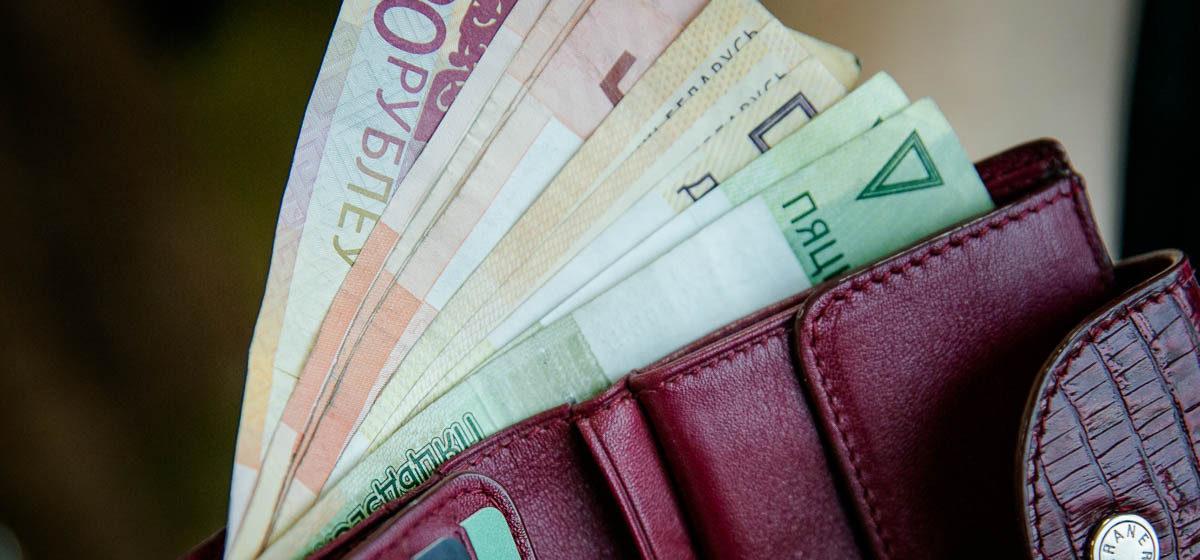 Разница — в 200 рублей. Белстат сравнил медианную и среднюю зарплаты белорусов