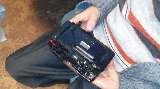 В Гомеле спасатели помогли ребенку вытащить застрявший в фотоаппарате палец (видео)