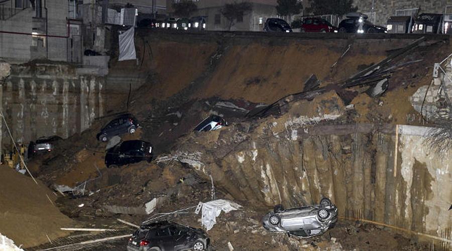 В Риме на улице образовалась гигантская воронка (фото)