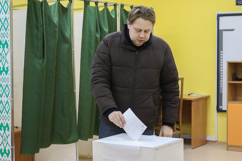 «Буду смотреть, кто помоложе». Как в Барановичах выбирают депутатов местных Советов