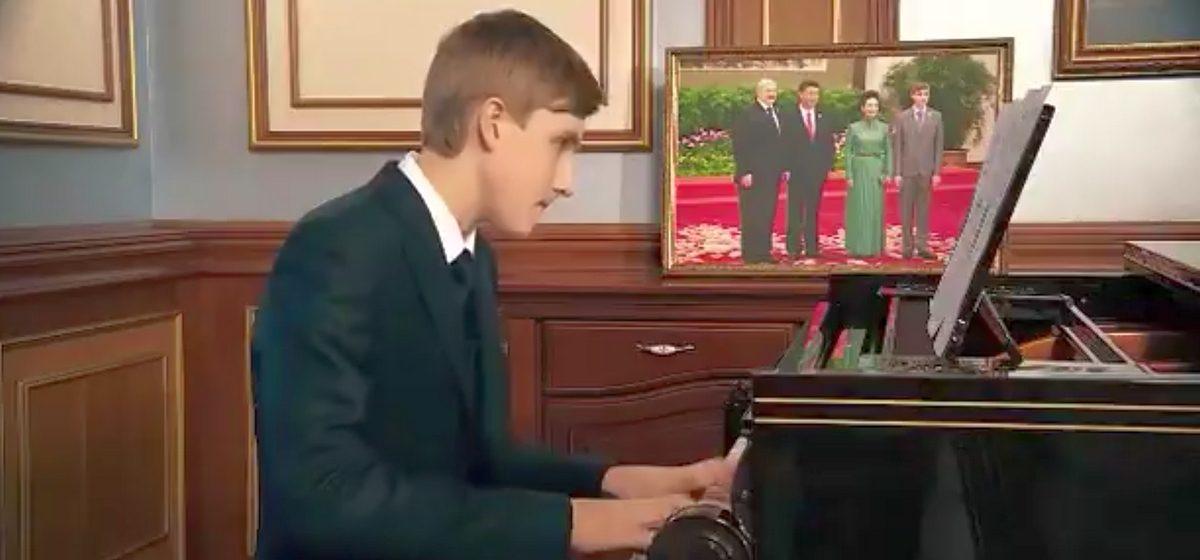 Николай Лукашенко сыграл на рояле в честь Китайского нового года и декламировал стихотворение на китайском (видео)