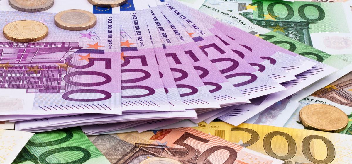 В Литве предложили поднять минимальную зарплату почти до 600 евро