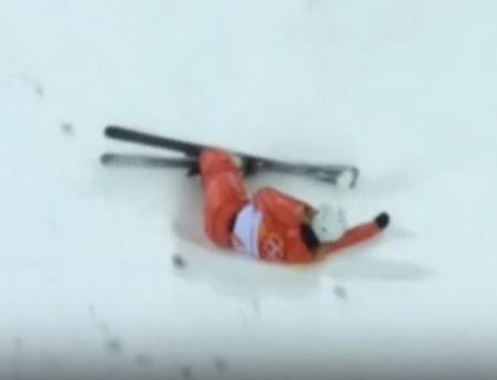 На Олимпиаде в Пхенчхане белорусская фристайлистка во время выступления упала лицом в снег (видео)