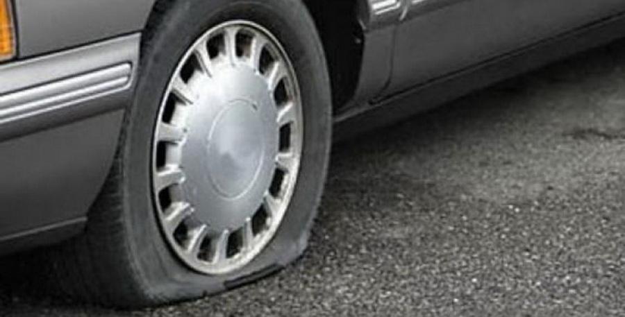 В Гродно женщина четыре раза за месяц пробивала колеса машины своей бывшей подруги