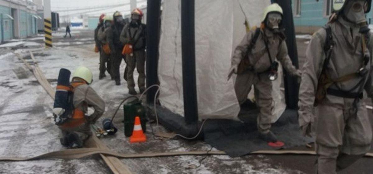 Барановичские спасатели вытащили человека, «провалившегося» в колодец на территории молочного комбината