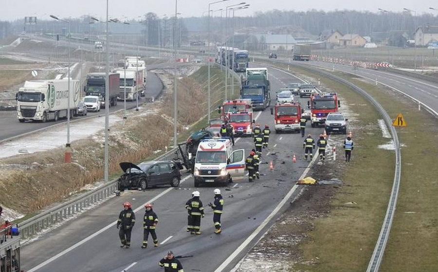 В Польше на скоростной трассе белорусский дальнобойщик насмерть сбил двоих дерущихся водителей