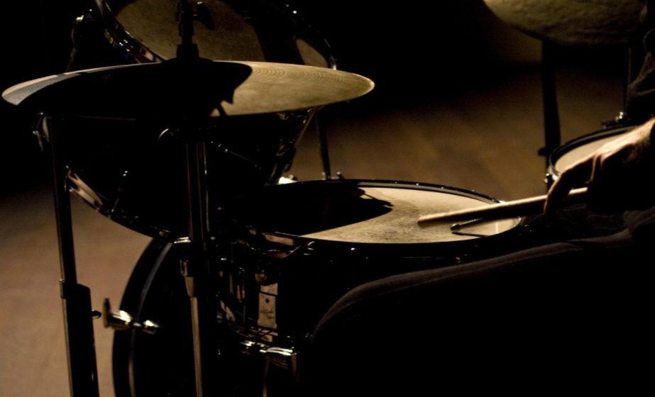 В Брянске в своей квартире найден мертвым бывший барабанщик группы «Черный кофе»
