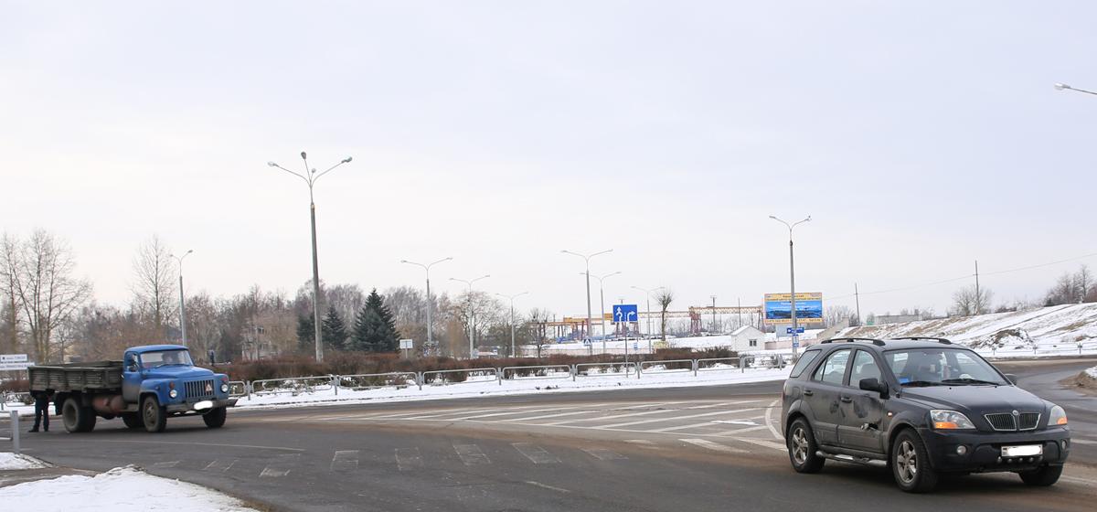 В Барановичах столкнулись учебный грузовой автомобиль и кроссовер